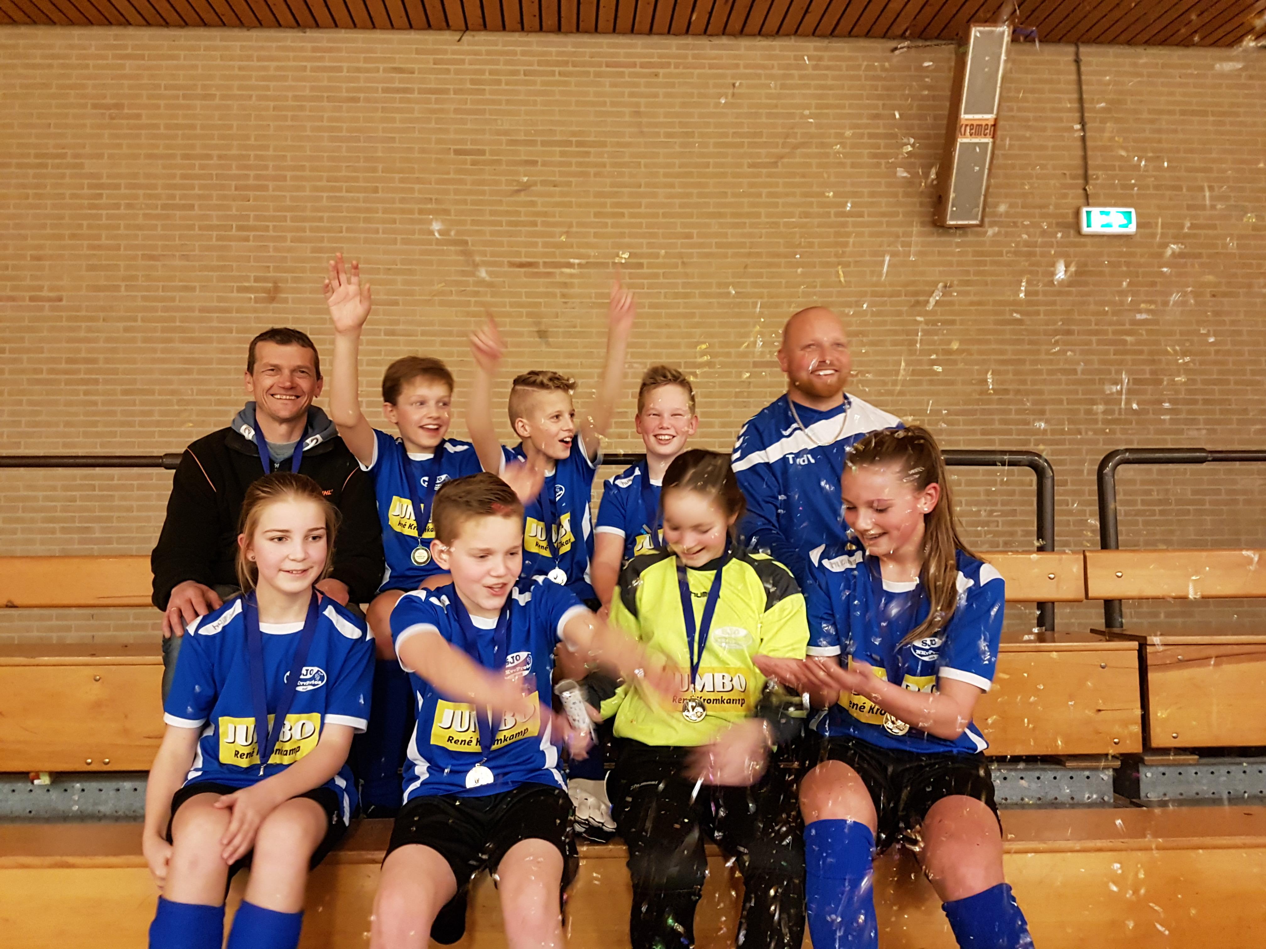 JO13-1 Kampioen zaal (15)