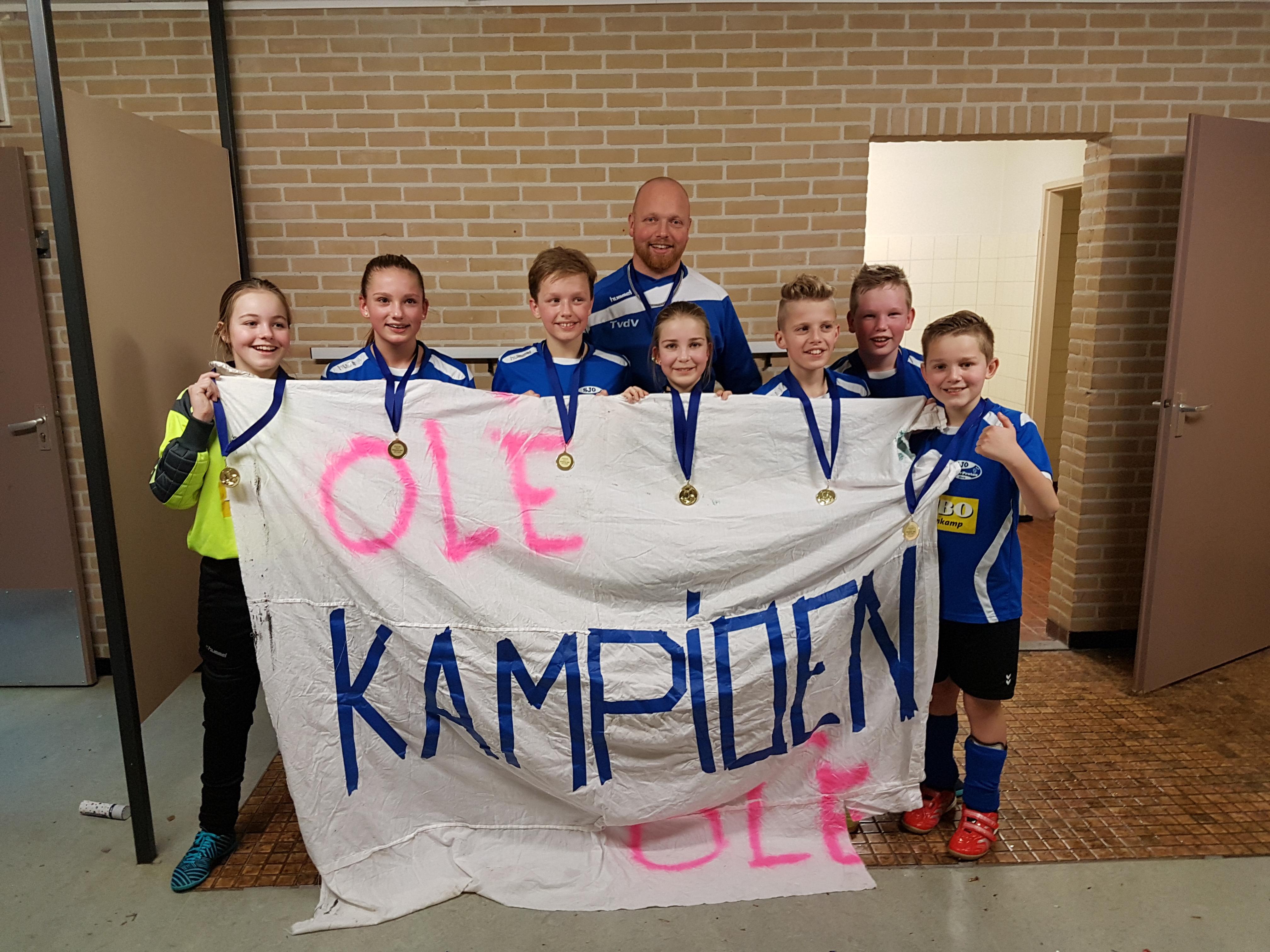 JO13-1 Kampioen zaal (6)