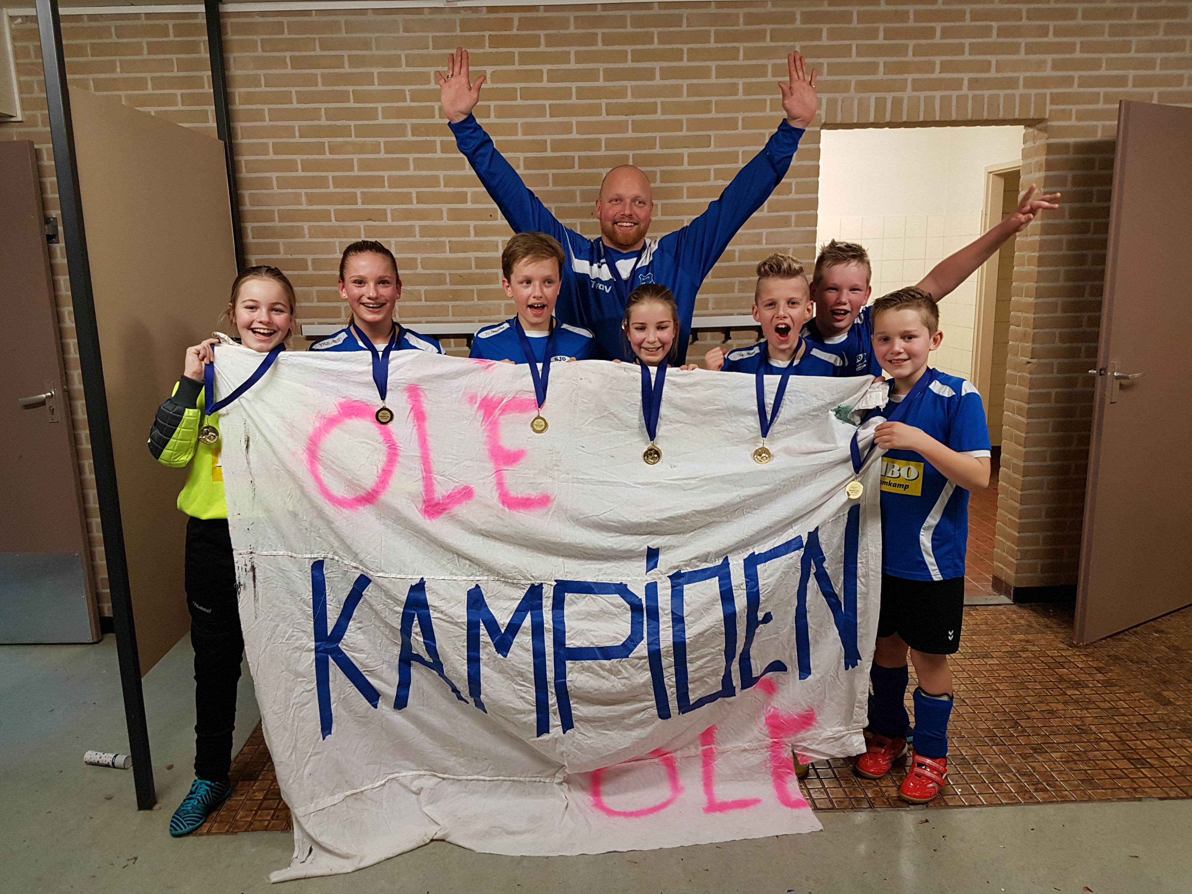 JO13-1 Kampioen zaal (7)